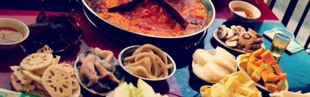 La fondue asiatique n'est pas un bouillon banal, mais très parfumé avec du lait de coco.